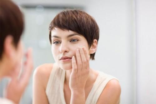 Шелушится кожа на лице: причины