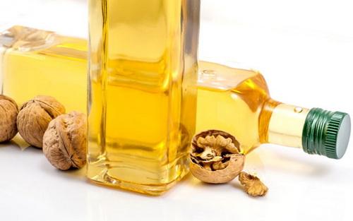 Масло грецкого ореха для лица: польза и вред