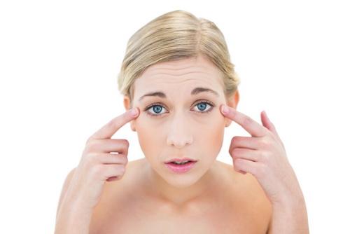 Гусиные лапки под глазами: как избавиться