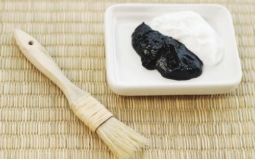 маски из черной глины от черных точек