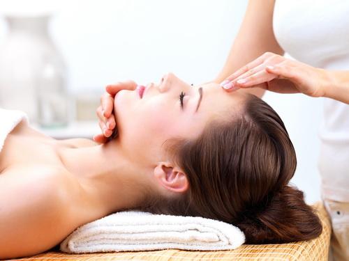 Ручной лимфодренажный массаж лица