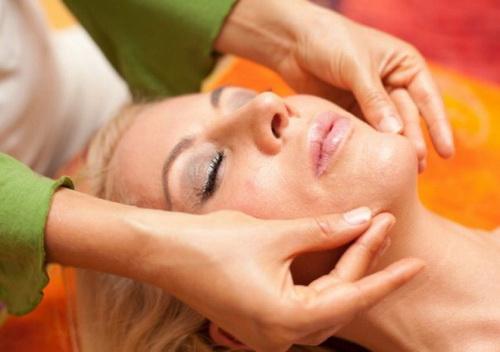 Моделирующий массаж лица: техника