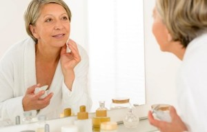 Нужно ли пользоваться кремом для лица: плюсы и минусы регулярного использования