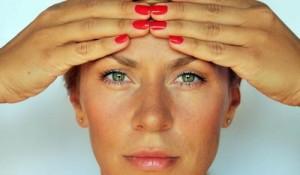 Как убрать мимические морщины на лбу, вокруг глаз, у рта: в домашних условиях и салоне