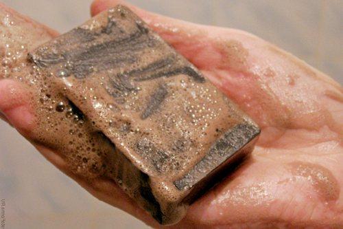 Как применять дегтярное мыло от прыщей