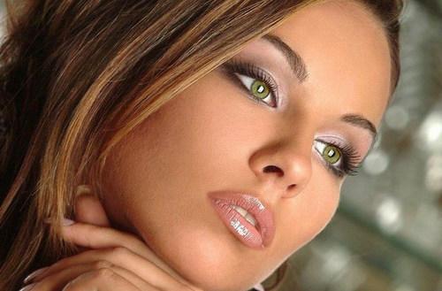 Красивые шатенки с голубыми глазами