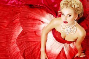 Макияж под красное платье, как выражение женской самодостаточности и уверенности: уроки соблазнения