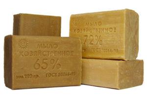 Можно ли умывать лицо хозяйственным мылом без вреда для кожи: правила применения и рецепты масок