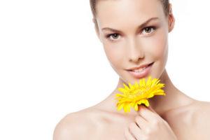 Лечебно-косметические свойства череды для кожи лица: рейтинг брендовой косметики и домашние рецепты