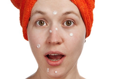 Белые прыщи на лице: причины, как избавиться в салоне и дома