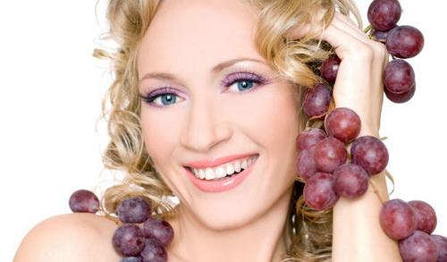 Масло виноградных косточек для лица: польза, применение, рецепты