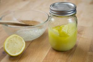 Скраб для сухой кожи лица: ингредиенты, правила использования, рецепты