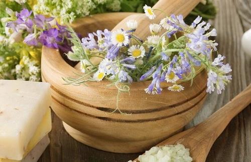 Маски из трав для лица: обзор лекарственных растений, рецепты