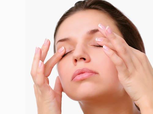 Мешки под глазами: причины, как избавиться в домашних условиях и в салоне