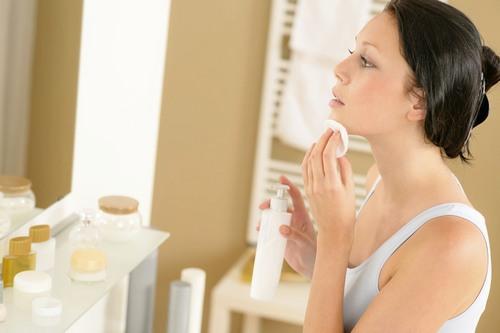 Косметика для комбинированной кожи лица: правила выбора и пользования
