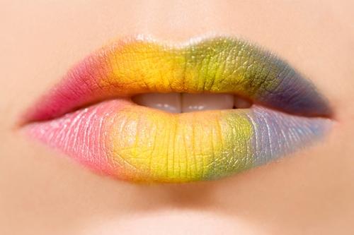 Как увеличить губы с помощью макияжа: популярные техники и косметические средства