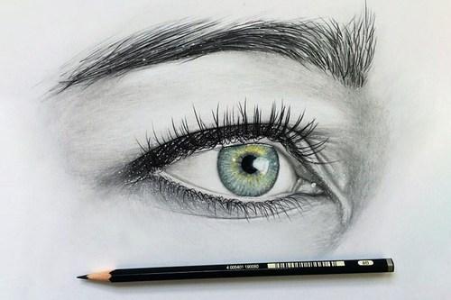 Сам себе визажист: как правильно красить глаза карандашом?
