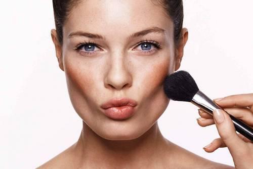 Корректирующий макияж для худого лица: как убрать впалые щёки с помощью косметики