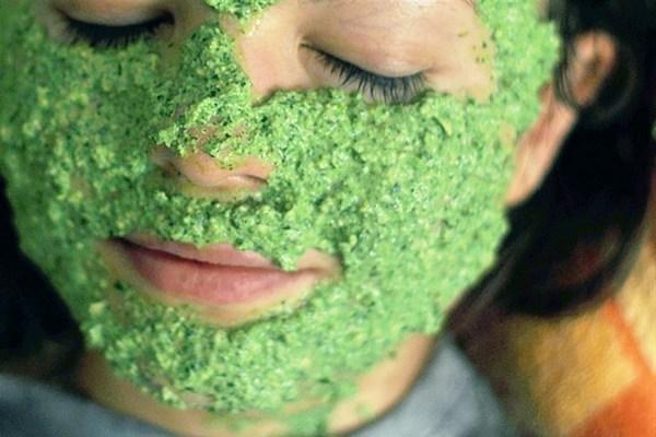 Домашняя маска для лица из петрушки