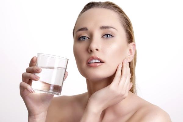 voda dlja kozhi
